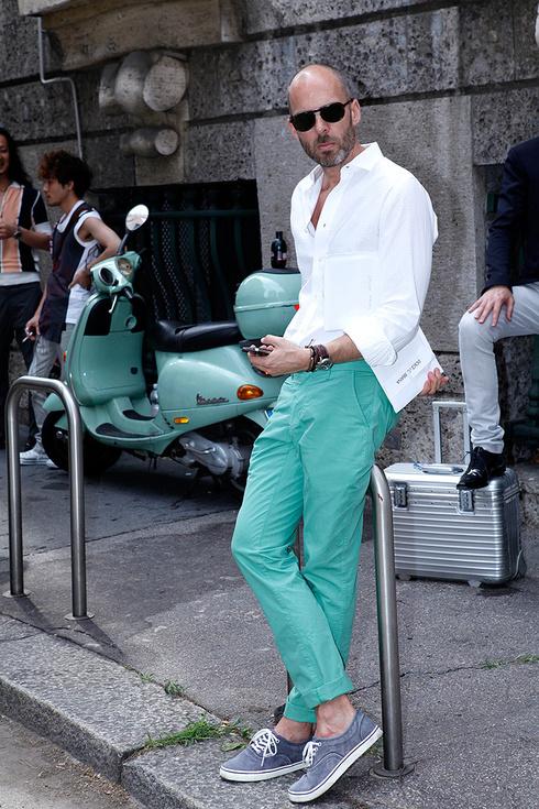 tendencias_primavera_verano_2013_vogue_hombre_moda_en_la_calle_street_style_pantalones_jeans_176427803_490x735